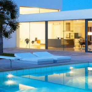 Poolbelysning lyfter intrycket av er pool