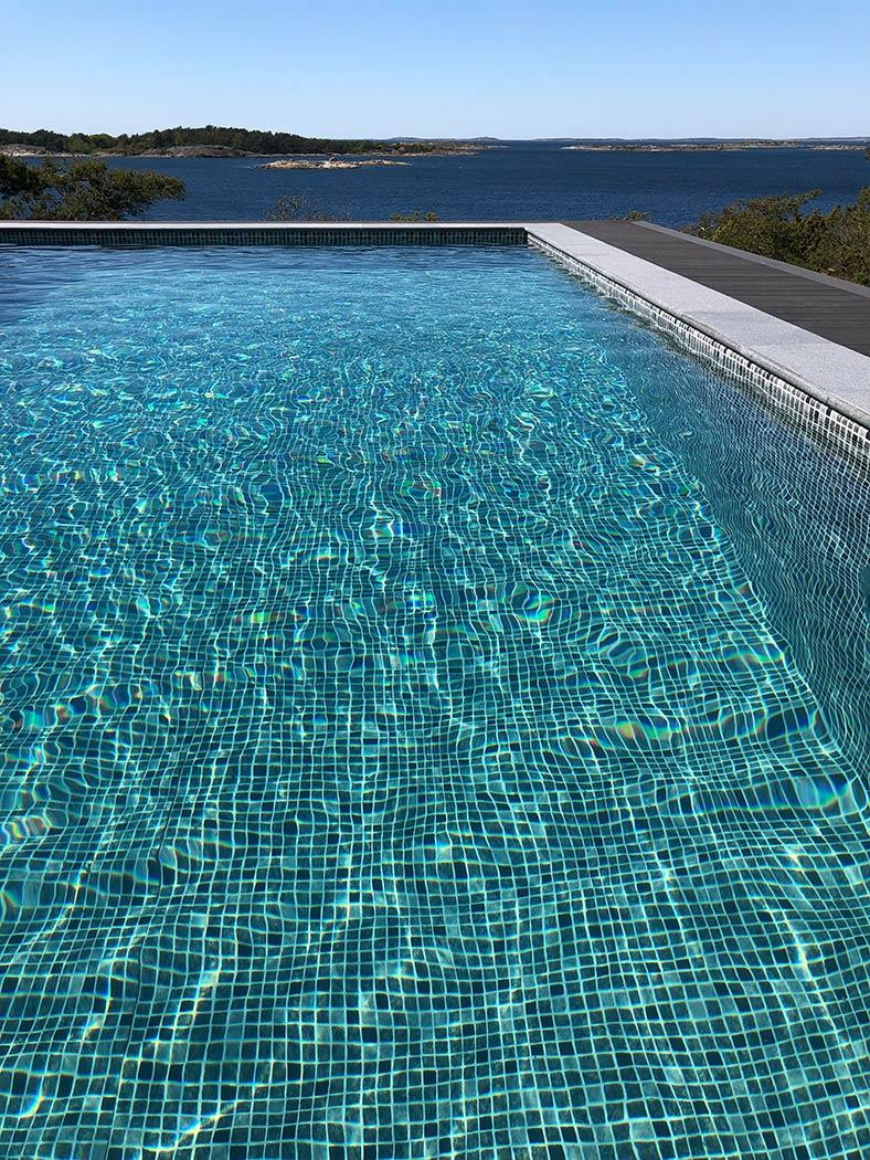 Vilken färg skall vattnet ha på er pool, det finns flera liners för att anpassa färgen på vattnet i pooler